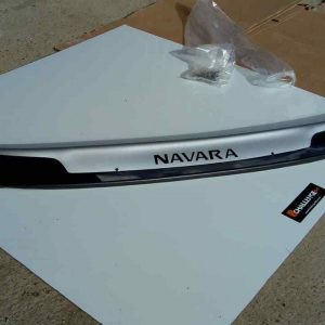 Bonnet Guard Bra Silver & Black to fit Nissan Navara NP300 2016-Onward